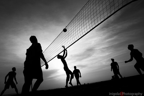 travel viaje sunset people bw india beach sports monochrome backlight contraluz image silhouettes games olympus kerala varkala bn traveller worldwide volleyball e3 toned discovery zuiko mundo siluetas deportes viajar viajeros monart nocolor zd woeld volleyplaya 1260mm voyegeurs earthasia worldwidetravelogue 4tografie
