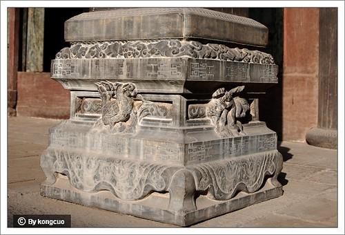 图:方形浮雕动物柱础