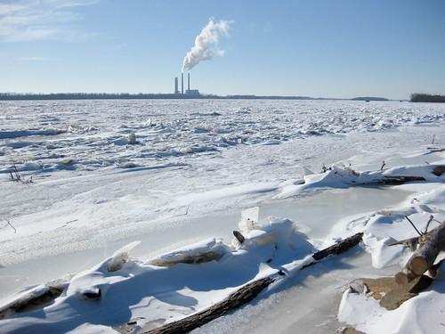 river frozen illinois january mississippiriver alton godfrey cliftonterrace