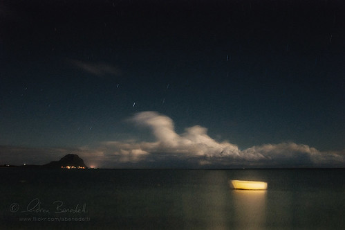 ocean moon andy water night landscape long exposure barca waves andrea indian tripod floating andrew luna mauritius acqua notte paesaggio bot indiano oceano onde lunga esposizione benedetti ilemaurice treppiede galleggia nikond90 ąиđч
