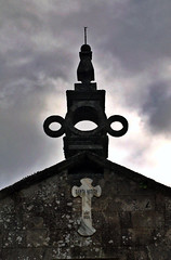 church bell(0.0), street light(0.0), bell tower(0.0), clock tower(0.0), monument(0.0), iron(0.0), tower(0.0), spire(0.0), lighting(0.0), statue(0.0), landmark(1.0), steeple(1.0),
