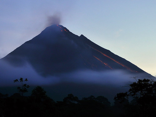 longexposure travel red costa mountain clouds sunrise landscape dawn volcano lava nikon rainforest costarica smoke rica vr arenal plumes dx d90 1685 1685mmf3556gvr 1685mmvr