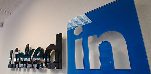 LinkedIn-logo-mono-icon-official-professional-networking-site-lnkd.in