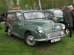 mid-size car(0.0), dkw 3=6(0.0), compact car(0.0), sedan(0.0), automobile(1.0), vehicle(1.0), morris minor(1.0), antique car(1.0), classic car(1.0), vintage car(1.0), land vehicle(1.0),