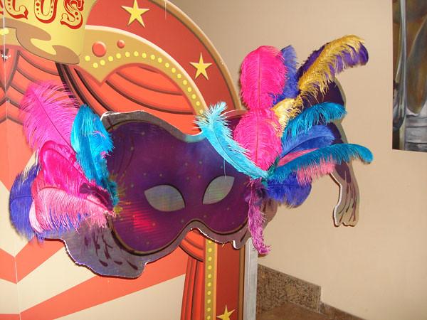 Decoraci n con antifaces imagui for Decoracion para carnaval