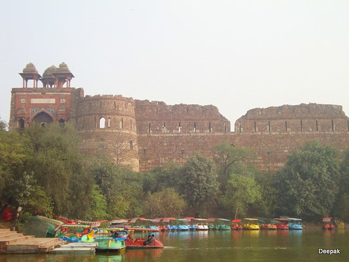 Boat ride along the moat of Purana Quila - Things to do in New Delhi