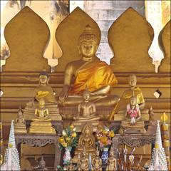 Un autel dans le That Luang (Vientiane)