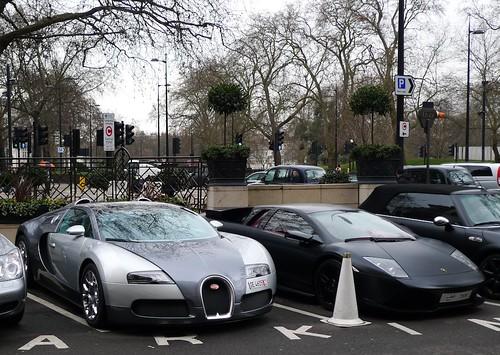 bugatti veyron + lamborghini reventon