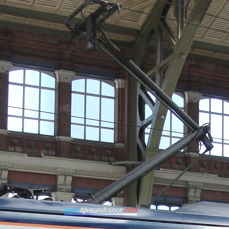 Le pantographe d'un TGV NOL