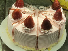 cake, semifreddo, bavarian cream, buttercream, baked goods, food, cake decorating, icing, dish, dessert, cuisine,