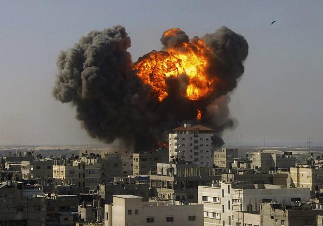 Explosion in Gaza, by Abdalrahem Khateb)