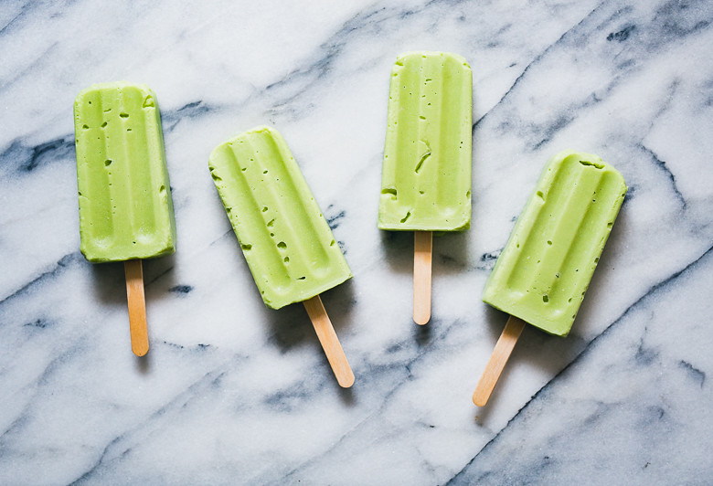 Vegan Avocado Cream Popsicles with Mint Chocolate Drizzle | Cashew Kitchen