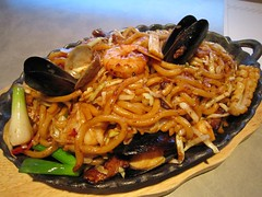 char kway teow(0.0), produce(0.0), yakisoba(0.0), chinese noodles(0.0), noodle(1.0), mie goreng(1.0), fried noodles(1.0), lo mein(1.0), spaghetti(1.0), seafood(1.0), hokkien mee(1.0), food(1.0), dish(1.0), yaki udon(1.0), pad thai(1.0), cuisine(1.0), chow mein(1.0),