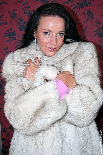 Marlyn lindsay in fur coat 3