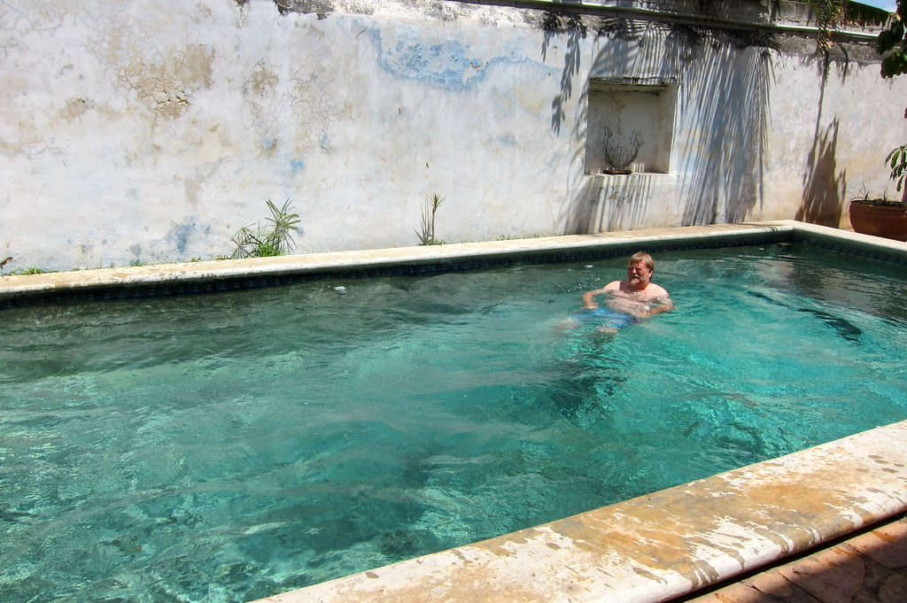 Bill 39 s blog merida in march a travel journal with for Swimmingpool billig