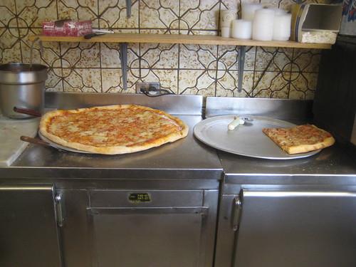 golden pizza (9)