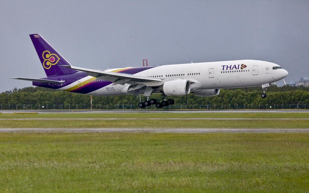Thai 777 landing Brisbane_19&