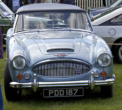 aston martin db4(0.0), aston martin db2(0.0), aston martin db6(0.0), aston martin db5(0.0), sports car(0.0), automobile(1.0), vehicle(1.0), austin-healey 3000(1.0), antique car(1.0), classic car(1.0), vintage car(1.0), land vehicle(1.0),