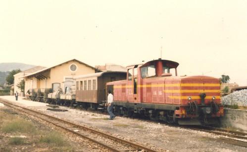 FCL0164a Zoom sul locomotore LM4.606 con treno di manutenzione della via a Pian del Lago