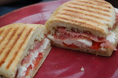 sandwich, meal, lunch, breakfast, muffuletta, meat, food, dish, cuisine,