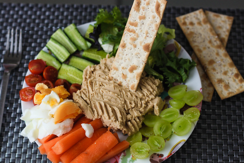 SW Slimming World friendly budget friendly easy meze plate with homemade hummus recipe