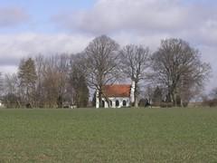 Ingelstrup Kapel set over markeren fra syd