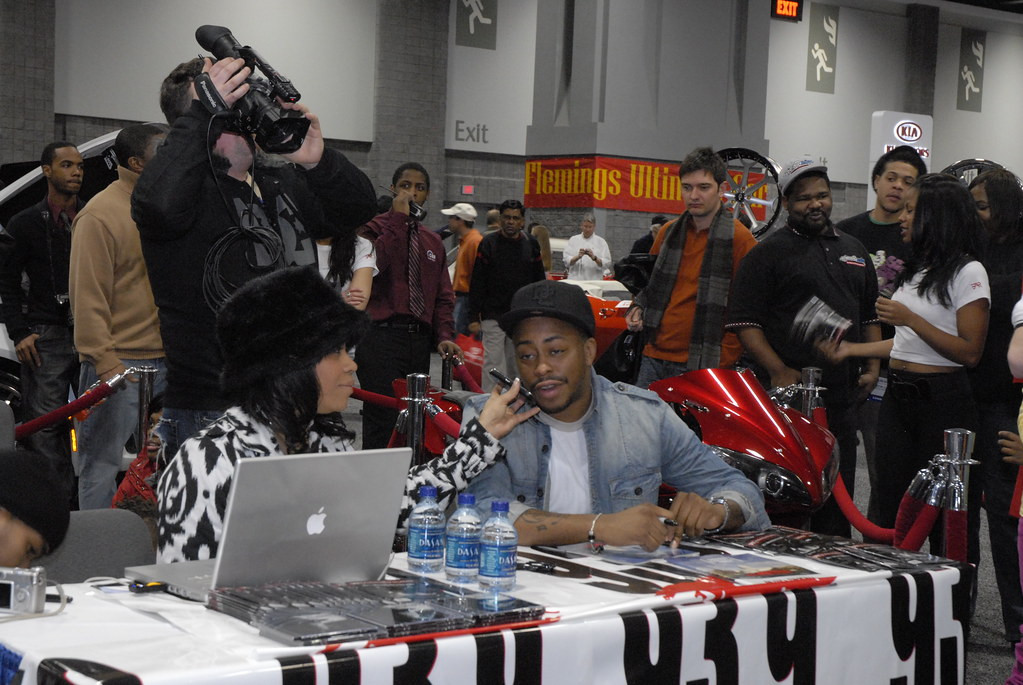 Raheem Devaugn at the 2010 Washington Auto Show with Automotive Rhythms