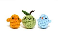 mini birds and green apple