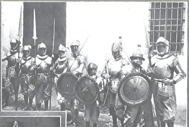 Armados para la procesión del Santo Entierro en 1927. Revista Nuevo Mundo