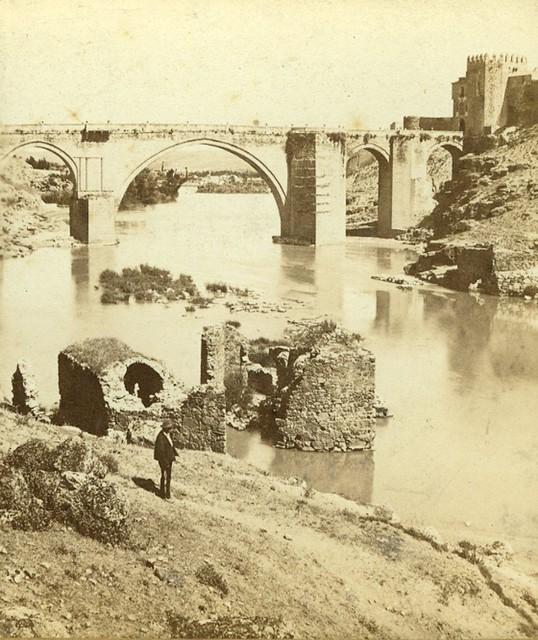 Puente de San Martín hacia 1860. Detalle de una fotografía de Ernest Lamy