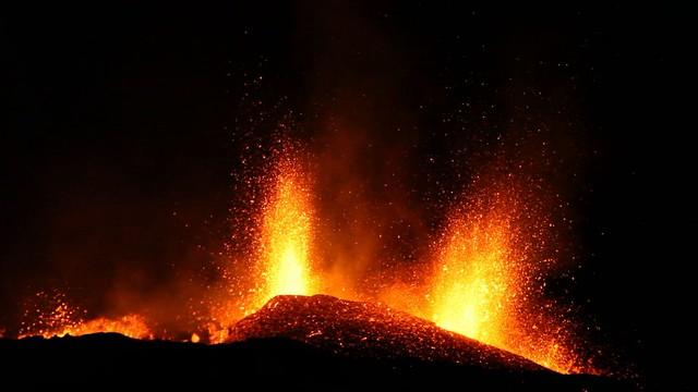 Volcanic Eruption - Eyjafjallajökull - Video