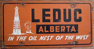 ALBERTA 1954 ---FRONT LICENSE PLATE, LEDUC, FLAT VARIETY TRICOLOR