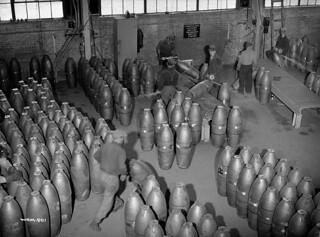 Workmen assemble 500-pound bombs at the Cherrier plant. / Des ouvriers assemblent des bombes de 500 livres à l'usine Cherrier