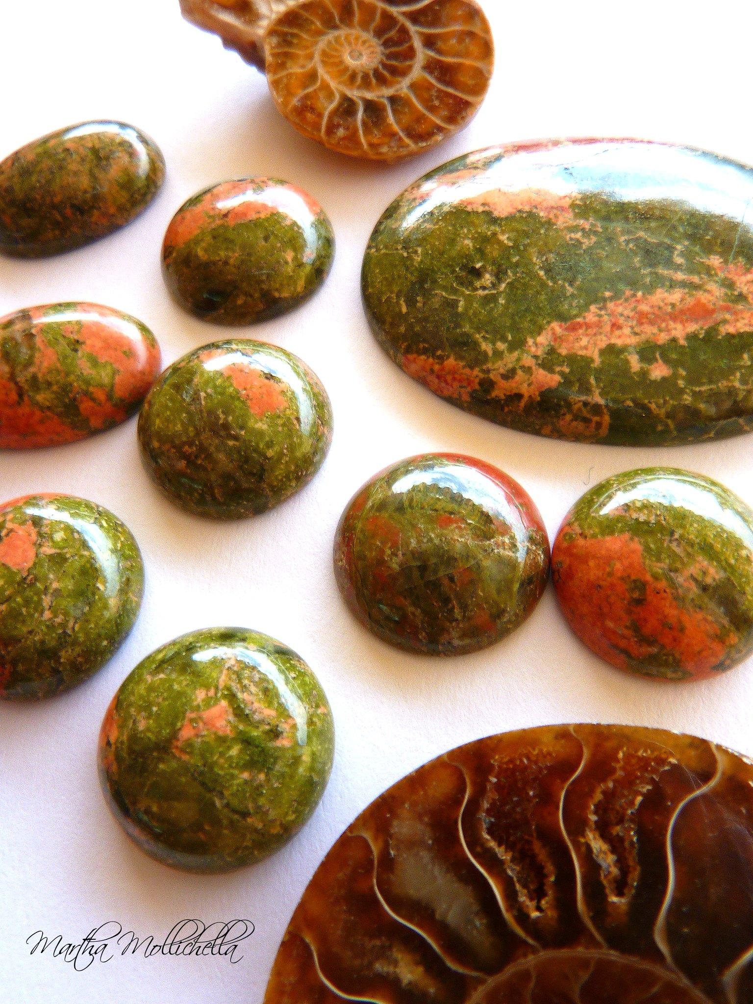 Martha Mollichella favourite semiprecious stones and fossils, ammonite, labradorite, lapislazzuli, unakite, diaspro paesaggio