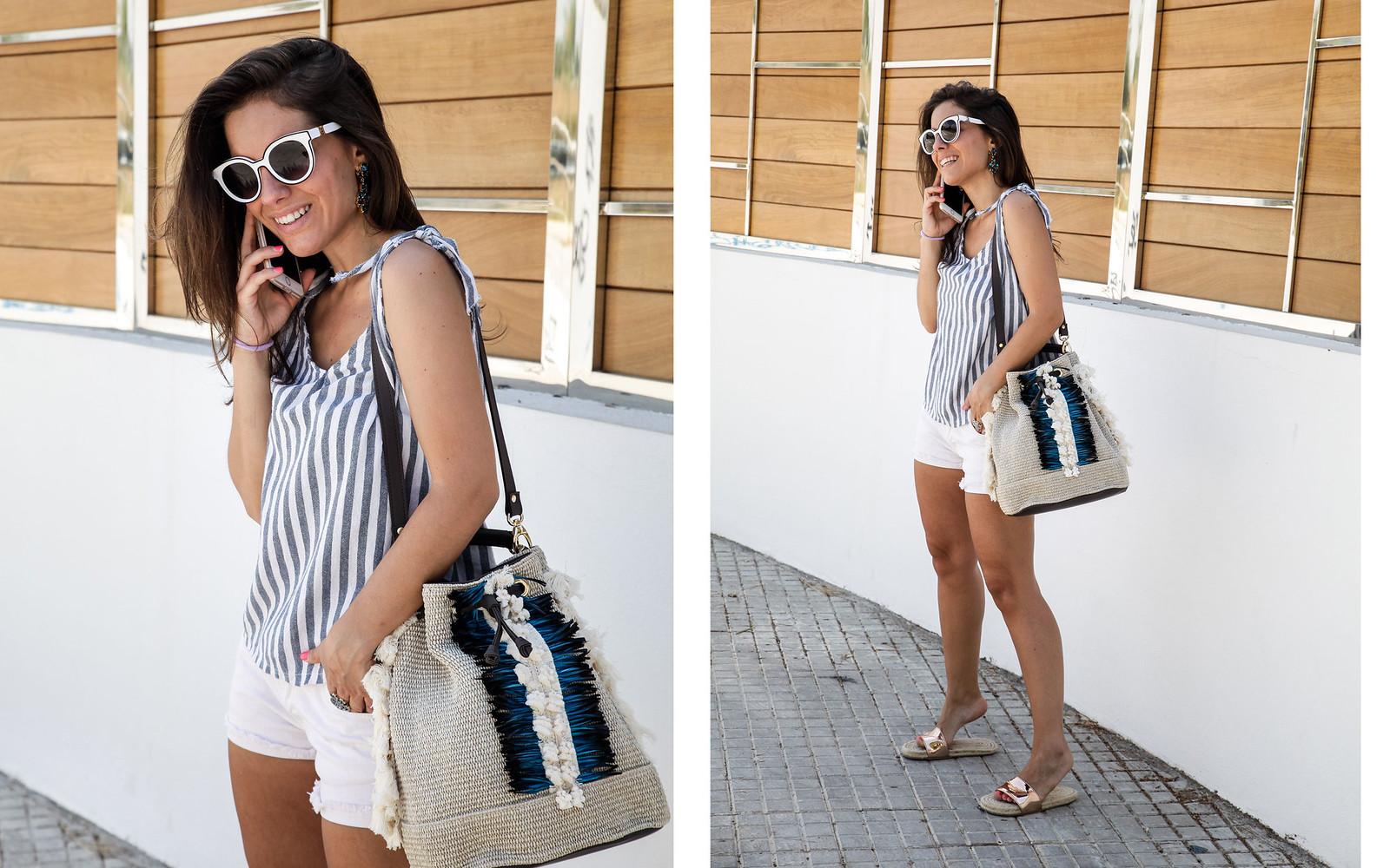 04_como_combinar_un_top_de_rayas_nuevo_bolso_boho_theguestgirl_influencer_spain_barcelona_viamailbag_boho_fringed_bag