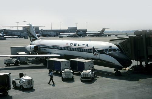 47259 Douglas DC-9-32 N1264L Delta Air Lines Atlanta Hartsfield Airport