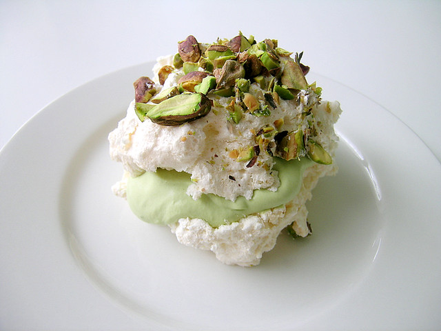 Pistachio Meringues With Green Tea Cream