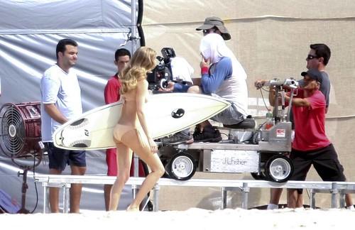 brazilian in bikini Sonderhonorar ! Mit einem Surfbrett unterm Arm dreht GISELE BÜNDCHEN für einen Werbespot nursing top