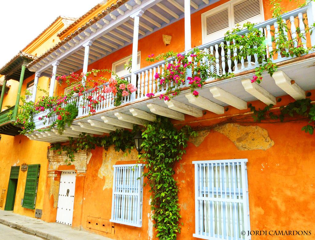 Casa con balcones de madera en el centro historico de cartagena de indias a photo on - Balcones de madera ...