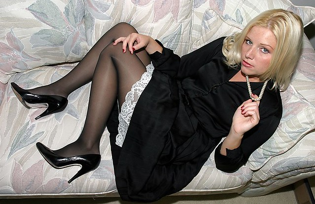 free-pantyhose-gallery-slipping