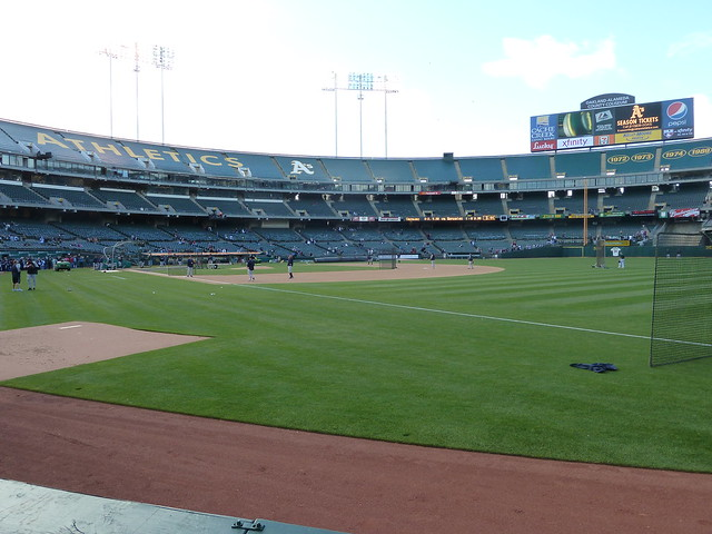 Yankees batting and fielding practice at Oakland-Alameda County Coliseum