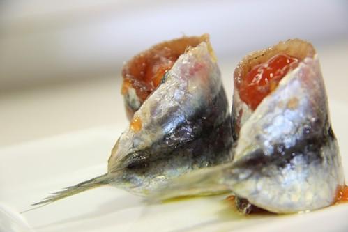 Sardinas Parrochas Marinadas con Queso Idiazabal y confitura de Tomate