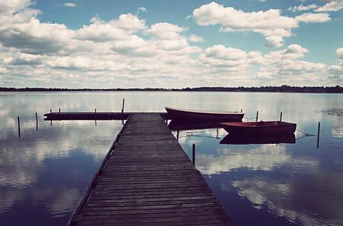 lake clouds reflections denmark boats pier danmark 2010 forår sø sunds bådebro canoneos5dmrkii robåde tworedboats