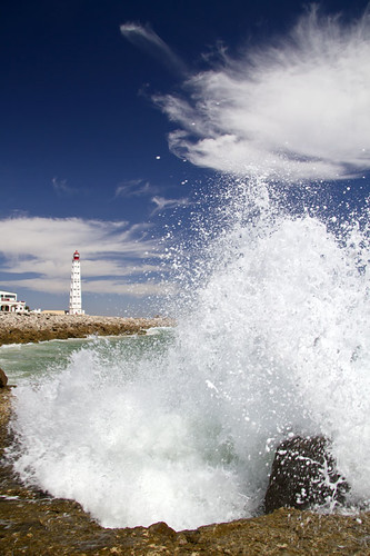lighthouse portugal nature faro wave foam handheld algarve ilhadofarol canonefs1785mmf456isusm canoneos7d