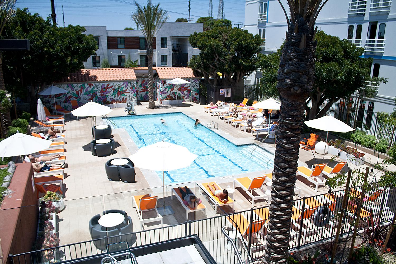 08travel-vacation-LA-aloft-pool-style