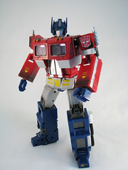 20th Anniversary Optimus Prime 02