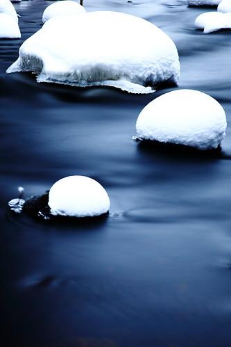 canon x eos 5d mk mark ii mkii markii mk2 mark2 2 maaniemi tero finland suomi winter snow lumi valkoinen cold kylmä talvi jyväskylä muurame päijänne lake järvi 24105mm 24105 24 105 mm ef 4l ef24105mm4lisusm is island öö black mustavalkoinen bw mv white usm catchycolorswhite säynätsalo muuramejoki luontopolku