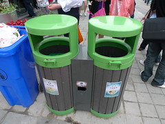 litter(0.0), waste(0.0), waste containment(1.0), waste container(1.0), green(1.0),