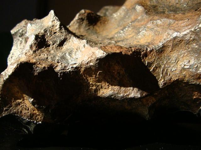 Magnetische meteoriet en zwarte gaten in Volkskrantgebouw