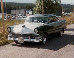 full-size car(0.0), compact car(0.0), automobile(1.0), automotive exterior(1.0), vehicle(1.0), mercury montclair(1.0), sedan(1.0), classic car(1.0), land vehicle(1.0), luxury vehicle(1.0),